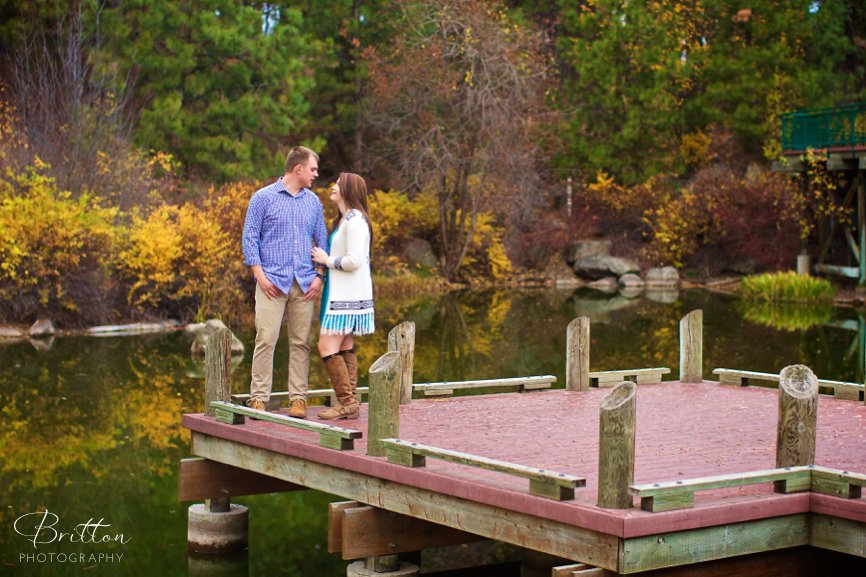 Photo of an engagement session during the fall at Mirabeau Park