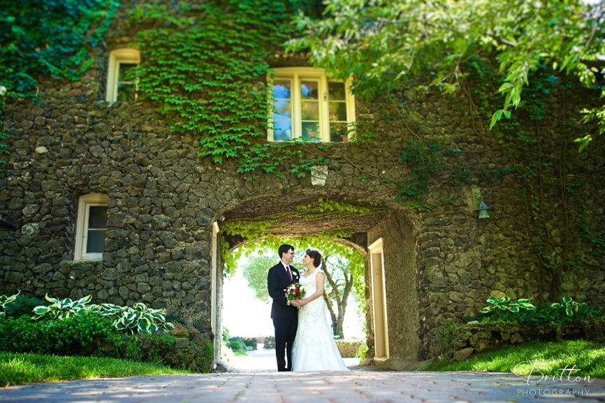 Photo of a bride and groom below the arch at Arbor Crest