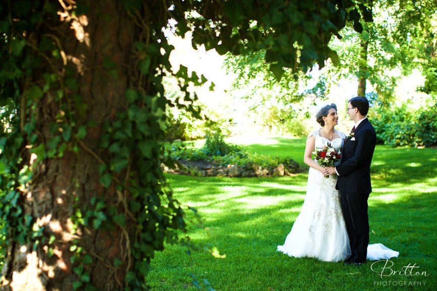 Photo of a bride and groom at Arbor Crest Wine Cellars